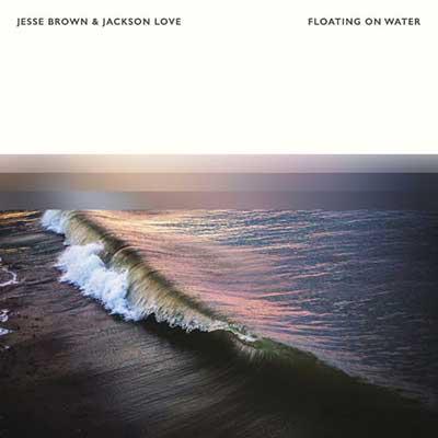 جسی براون و جکسون لاو شناور روی آب
